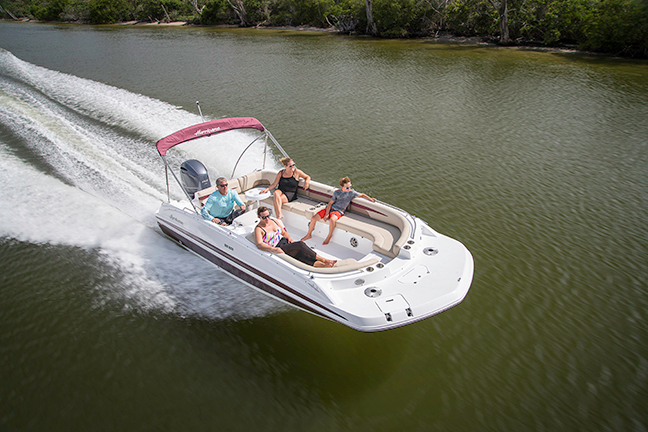 Picture of a 20 foot deckboat