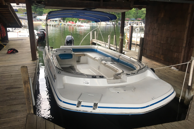 Picture of a 20 foot blue deckboat